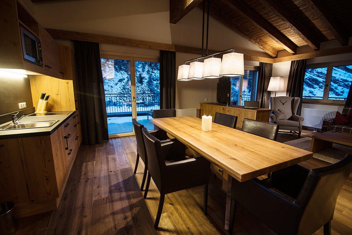 Moderne luxus esszimmer  Luxus Chalets in Tirol: Moderne Unterkünfte in Obergurgl
